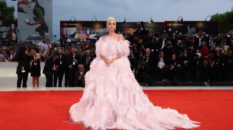 Lady Gaga Dazzles At 'A Star Is Born' Premiere In Venice / Movie Earns 8-Minute Ovation