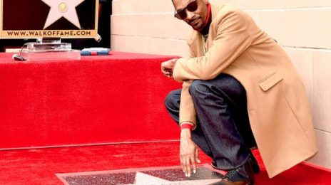 Snoop Dogg Receives Star On 'Hollywood Walk Of Fame' / Thanks Himself  [Video]