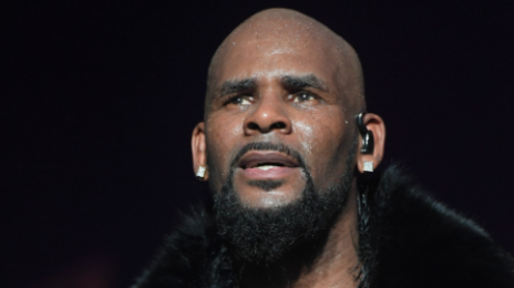 "R. Kelly's Tour Manager Claims Singer Also Pursues Males And Propositioned Him With ""Freaky"" Sex"