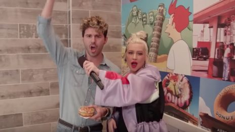 Hilarious! Christina Aguilera Pranks Fans In Donut Shop