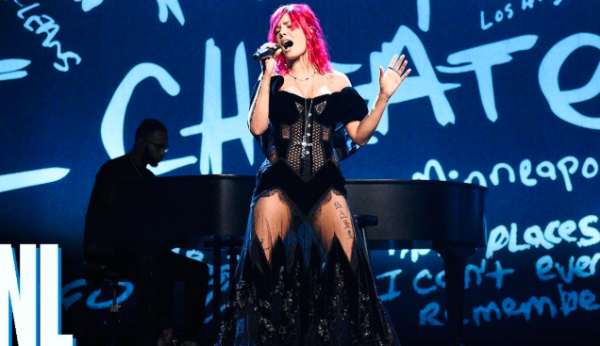 Watch: Halsey Performs 'Without Me' On SNL - That Grape Juice
