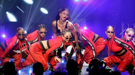 Ciara Blazes Bud Light Super Bowl Music Fest [Performance]