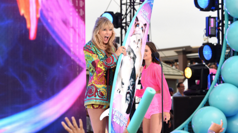 Watch:  Taylor Swift Wins First Ever Teen Choice 'Icon' Award / Announces New Single