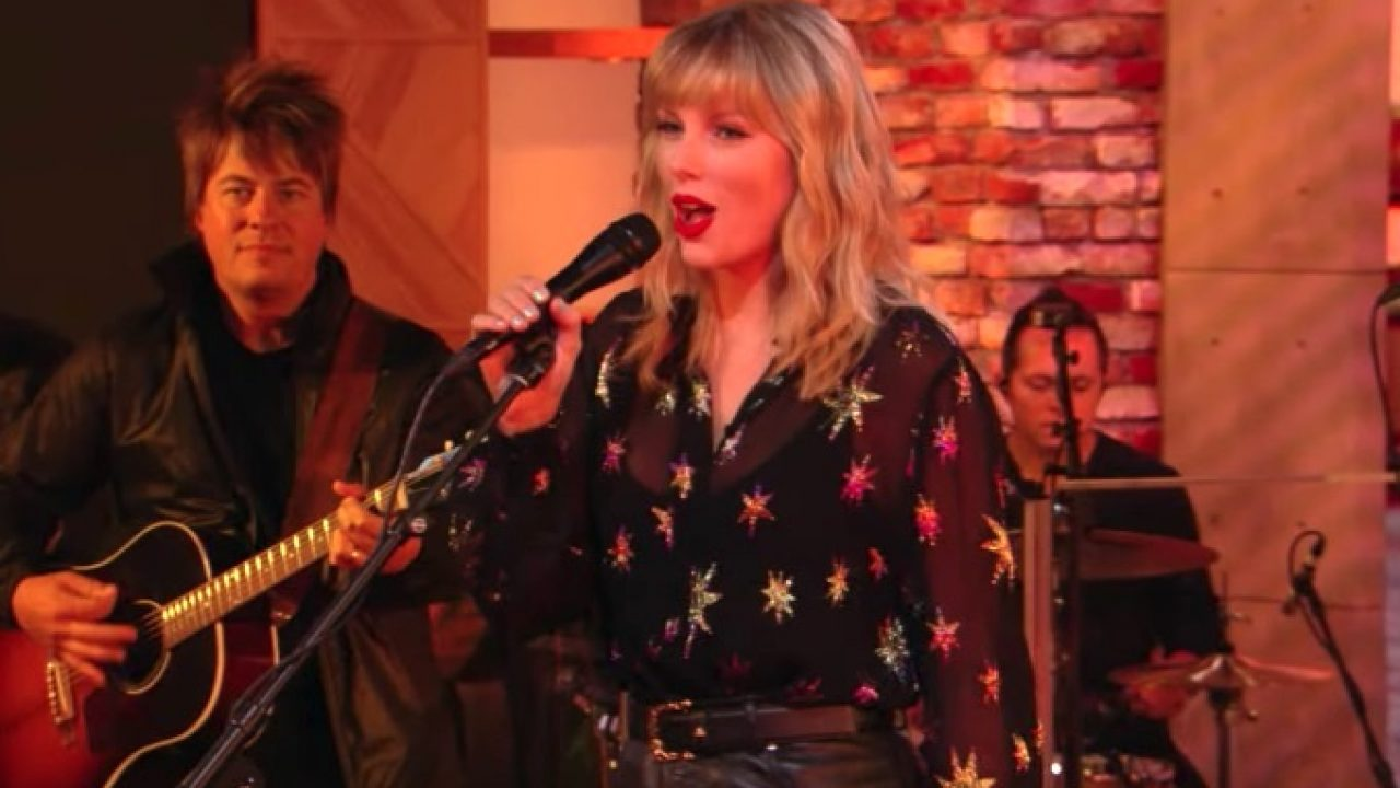 Taylor Swift Blazes Bbc Radio 1 Live Lounge Performances That Grape Juice