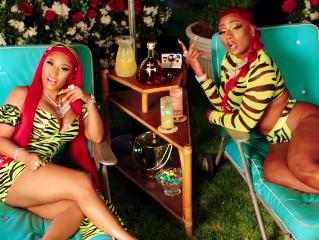 Nicki Minaj Accused Of Mocking Lil Kim Sales Calamity With Cryptic Tweets