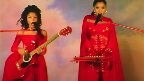 Chloe x Halle Deliver Dynamite 'Do It' Performance Live On 'Kimmel'