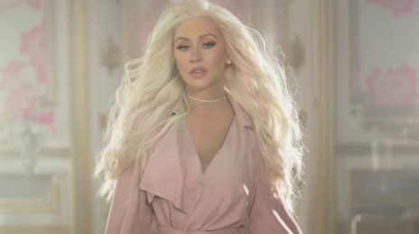 Christina Aguilera Signs With Roc Nation