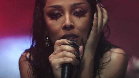 Doja Cat Surprises With Unique 'Say So' Performance At 2020 MTV EMAs