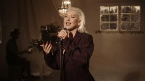 Christina Aguilera Performs 'Have Yourself A Merry Little Christmas' Live