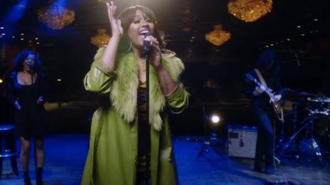 Jazmine Sullivan Performs 'Pick Up Your Feelings' On Jimmy Kimmel Live [Video]