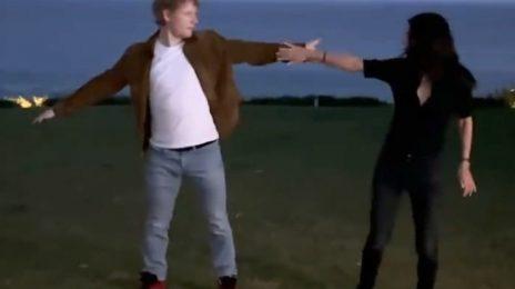 Ed Sheeran & Courteney Cox Recreate Iconic Monica & Ross 'Friends' Dance