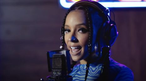 Watch: Tinashe Performs 'Bouncin' for Genius Open Mic