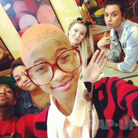 0e6d5afdca768e1188dcf6b5cee16d82 Hot Shots:  Willow Smith Debuts Blonde Do
