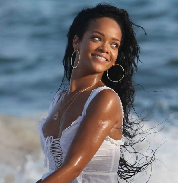 1147926b753740820dea6a7ff0810eb9 Watch: Rihanna Stars In Barbados Tourism Ad / Heads For New R&B #1