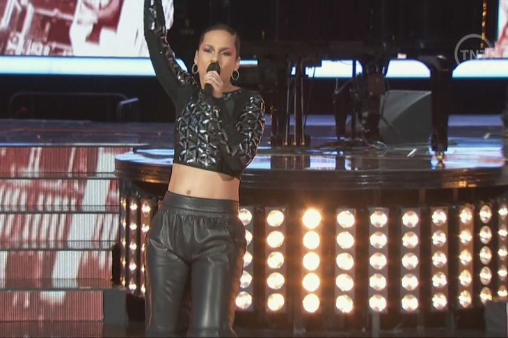1575e27b8f33de4e9d482f564979eafe Watch:  Alicia Keys Blazes NBA All Star Halftime With Hits Medley