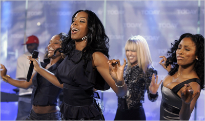 Official: Kelly Rowland Leaves Music World
