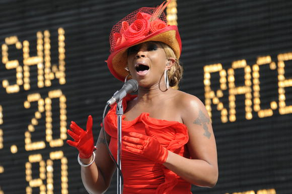 3d66b006bcc8bc83276f1cb52f5c6e7c Watch:  Mary J. Blige Dazzles The Derby With the U.S. National Anthem