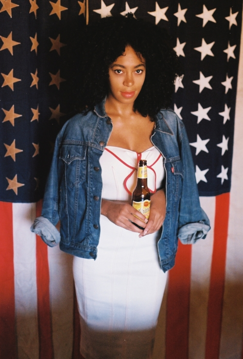 49b6853ad6fff97f2fc92fa86b3499c8 Hot Shots: Solange Glows For Railroad