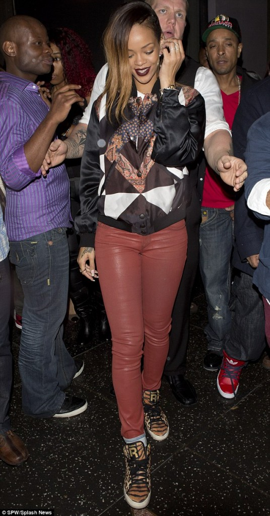 5324b40f3c468d124313c1ffe50b66f8 Hot Shots: Rihanna Parties At My Studio