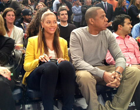 5f952d942060d6f2d507a60fbffe058b Hot Shot:  Beyonce And Jay Z Coupled Up Courtside