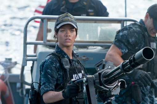 5fb114577b50e3fb9eced4d70ed9ab90 Behind the Scenes: Battleship with Rihanna
