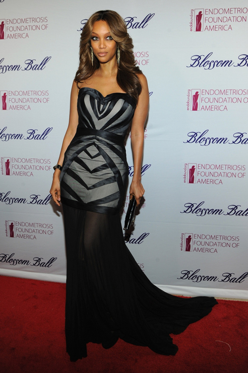 e17c0f84217a86192621bcc18981b37e Tyra Banks Beams At Blossom Ball (Photos)