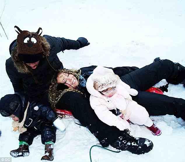 e68ec94b3e1c093c714b58e4fbf9ff7a Hot Shots: Mariah Carey Shares Festive Family Snaps
