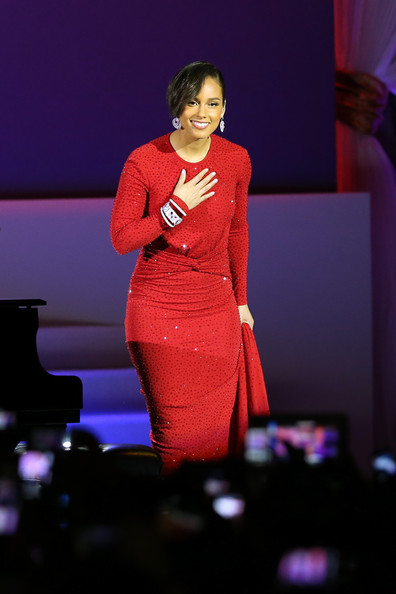 ef29a2f72ea3b97d8b39dc3f4f58b080 Watch:  Alicia Keys Blazes Girl On Fire (With A Twist) For Presidential Inaugural Ball
