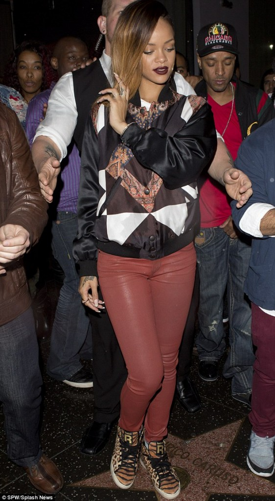f3523fbb6561d43fcd4ff8b52fa28b56 Hot Shots: Rihanna Parties At My Studio
