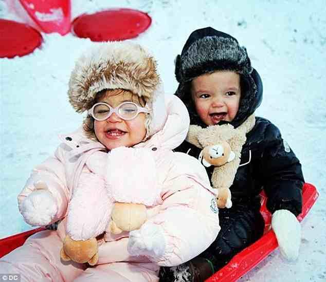 f6e46a5ba9b369c73b75258ef780ed87 Hot Shots: Mariah Carey Shares Festive Family Snaps